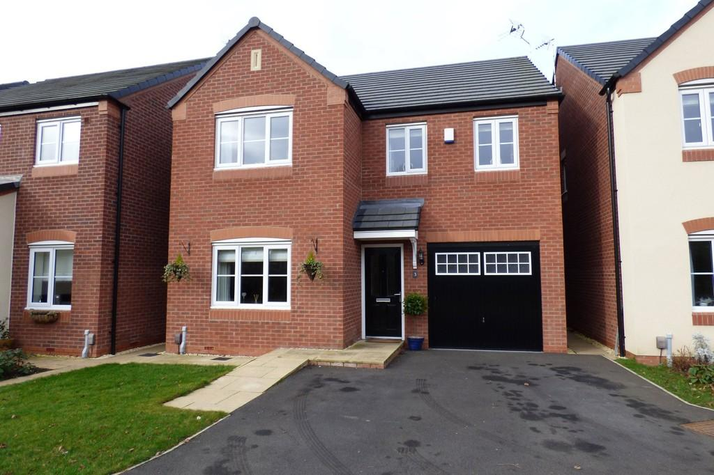 4 Bedrooms Detached House for sale in Green Close, Great Haywood