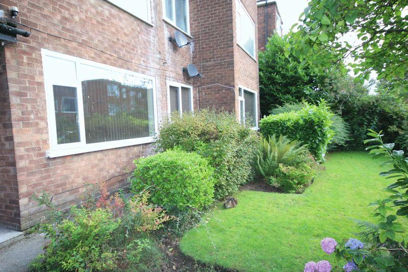 2 Bedrooms Apartment Flat for sale in Baguley Crescent, Middleton, Manchester M24 4QT