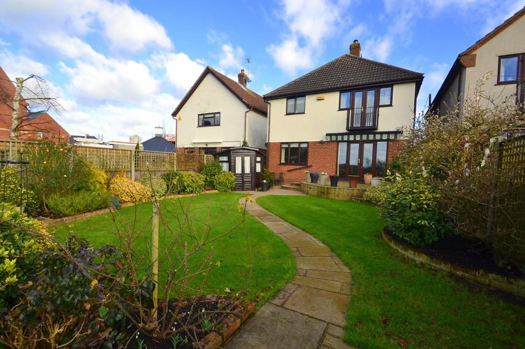 4 Bedrooms Detached House for sale in Wood Street, Chelmsford, CM2 8BL