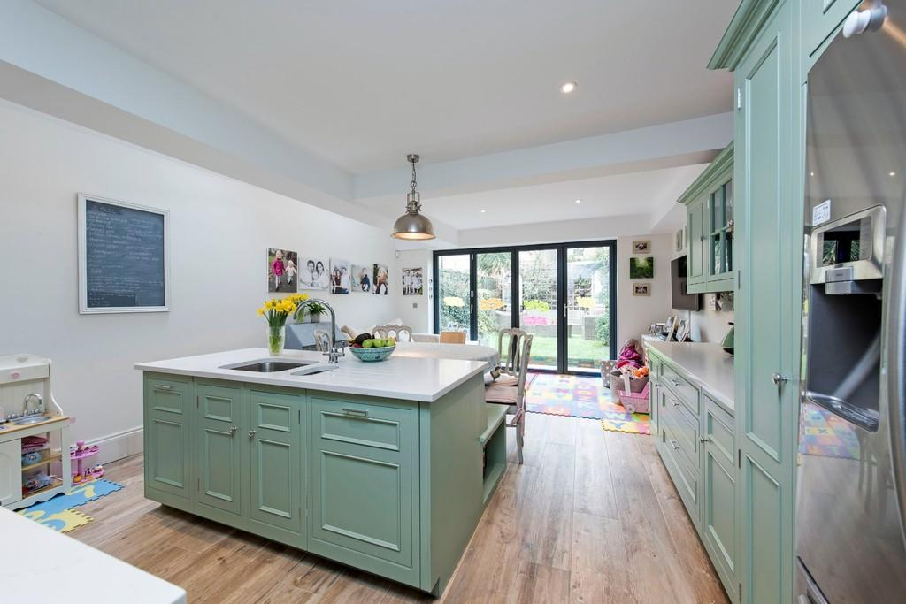 5 Bedrooms Terraced House for sale in Nevis Road, Wandsworth, London