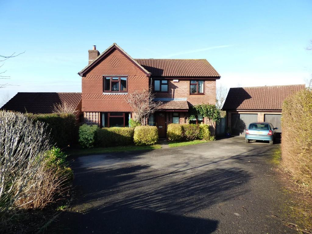 4 Bedrooms Detached House for sale in Studland Park, Westbury