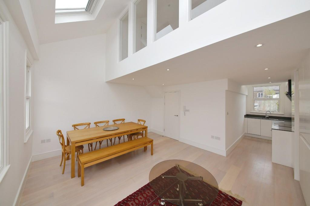 2 Bedrooms Maisonette Flat for sale in Hormead Road, Maida Vale W9