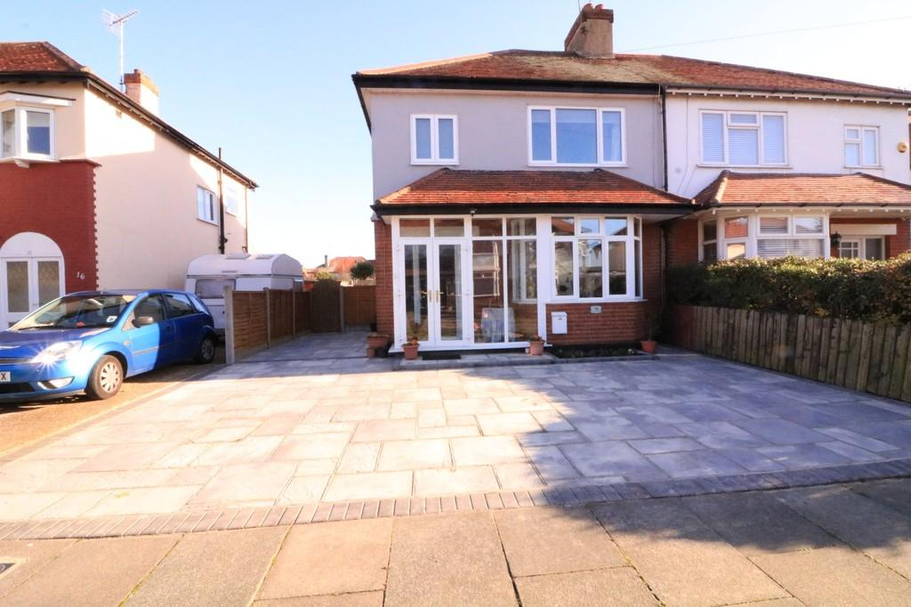 3 Bedrooms Semi Detached House for sale in Stroma Gardens, Shoeburyness