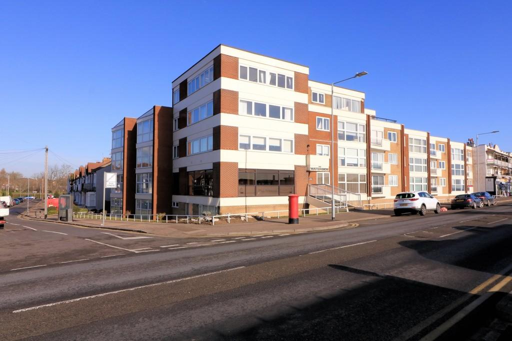2 Bedrooms Apartment Flat for sale in Eastern Esplanade, Southend-on-Sea