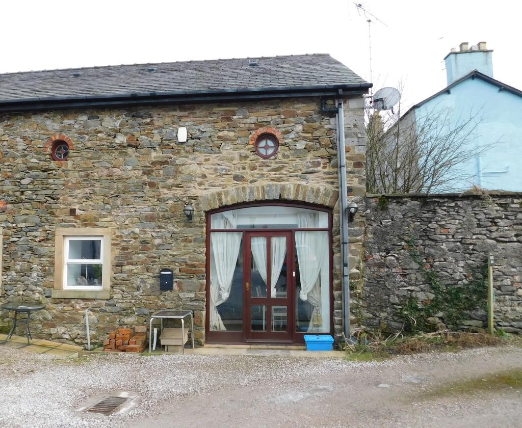 2 Bedrooms Barn Conversion Character Property for sale in 1 The Barn,The Old Coach House, Queen Street, Ulverston, Cumbria, LA12 7AF