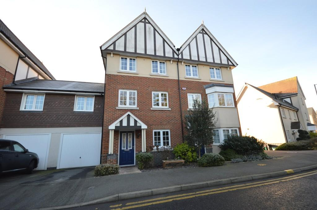 4 Bedrooms Town House for sale in Apprentice Drive, Colchester