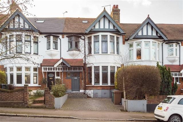 4 Bedrooms House for sale in Hale End Road, Woodford Green