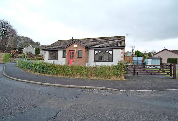 3 Bedrooms Bungalow for sale in 1 Roberts Grove, Galashiels, TD1 2BJ