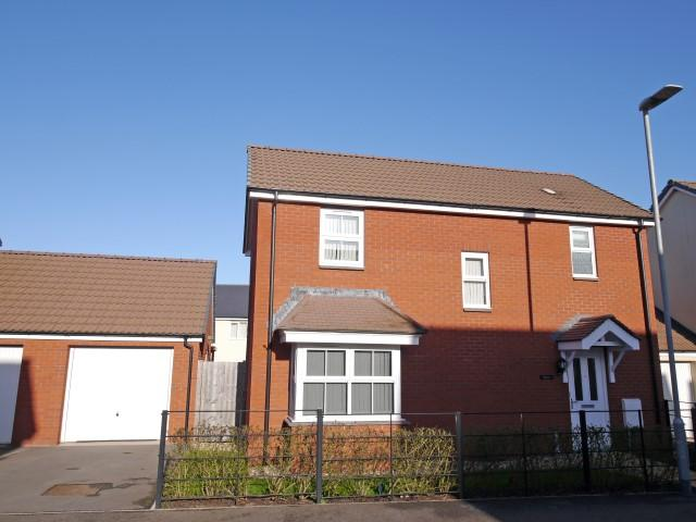 3 Bedrooms Detached House for sale in Popham Road, Wellington TA21