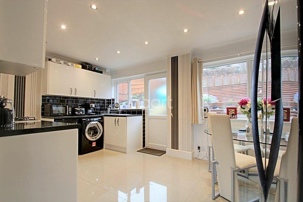 2 Bedrooms End Of Terrace House for sale in Scotby Avenue, Walderslade