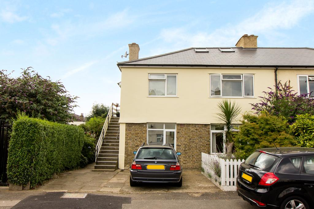 2 Bedrooms Flat for sale in Chestnut Grove, Ealing