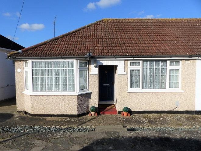 2 Bedrooms Semi Detached Bungalow for sale in Greenfield Avenue, Watford WD19
