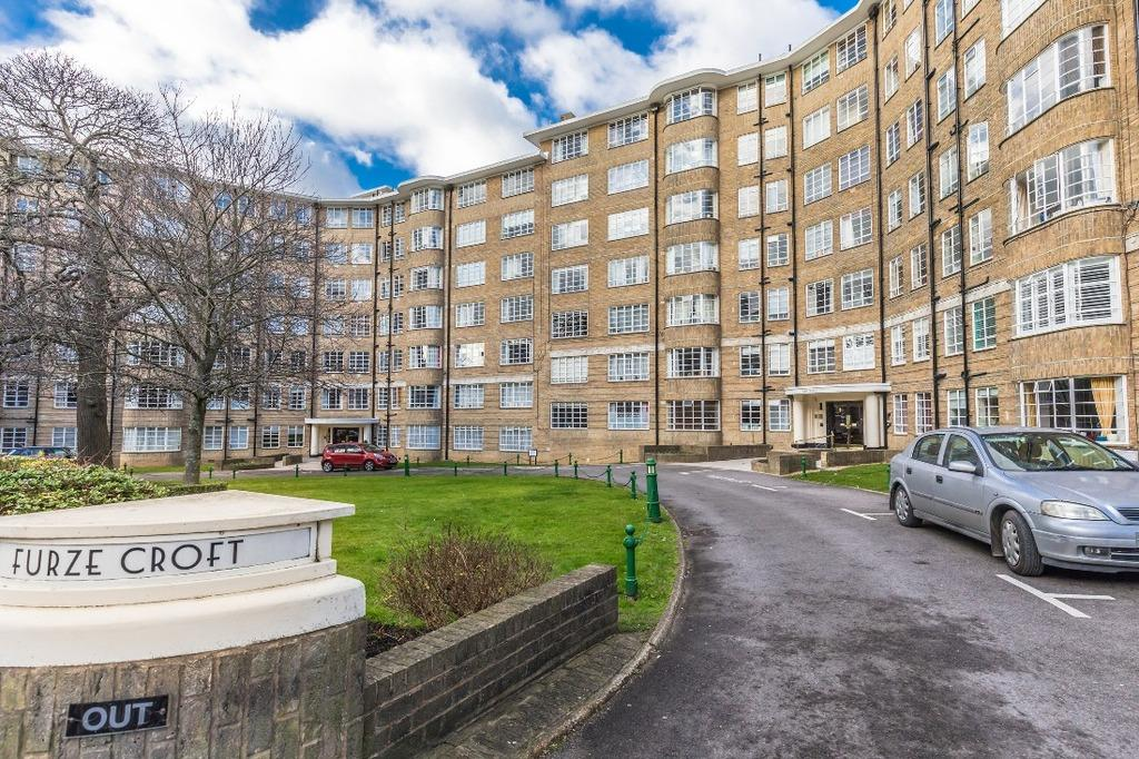 4 Bedrooms Flat for sale in Furze Croft Hove BN3