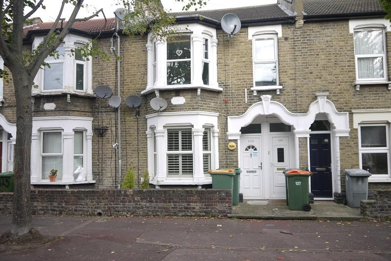 1 Bedroom Ground Maisonette Flat for sale in Cambus Road, Canning Town, London, Greater London. E16