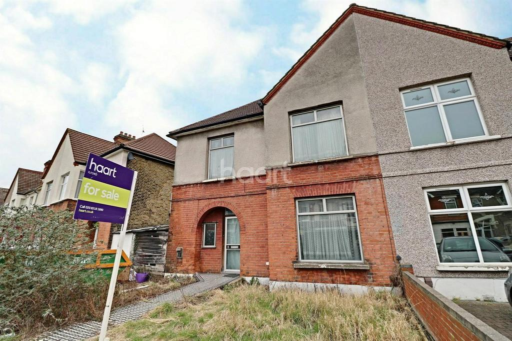 3 Bedrooms End Of Terrace House for sale in Gartmore Road, Seven Kings, Ilford, Essex