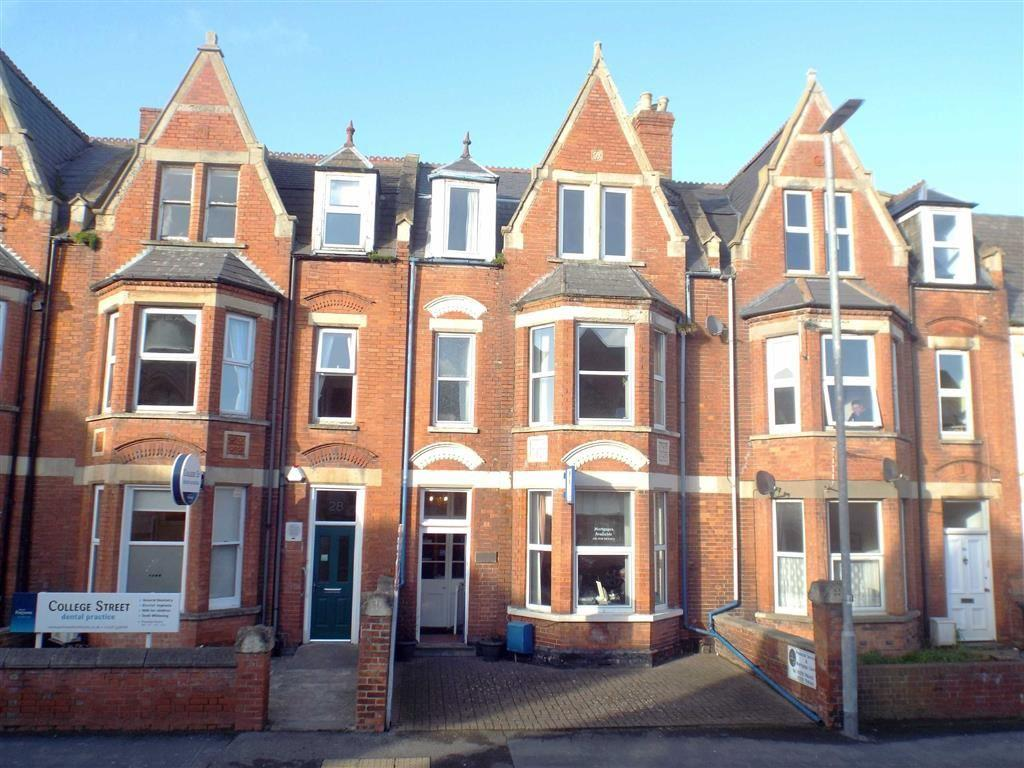 3 Bedrooms Terraced House for sale in College Street, Burnham-on-Sea