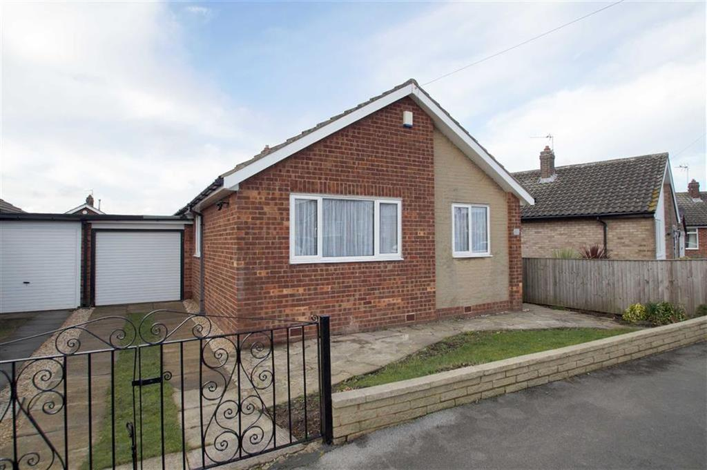 3 Bedrooms Detached House for sale in Templegate Crescent, Leeds