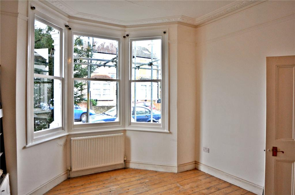 3 Bedrooms Semi Detached House for rent in Livingstone Road, London, N13