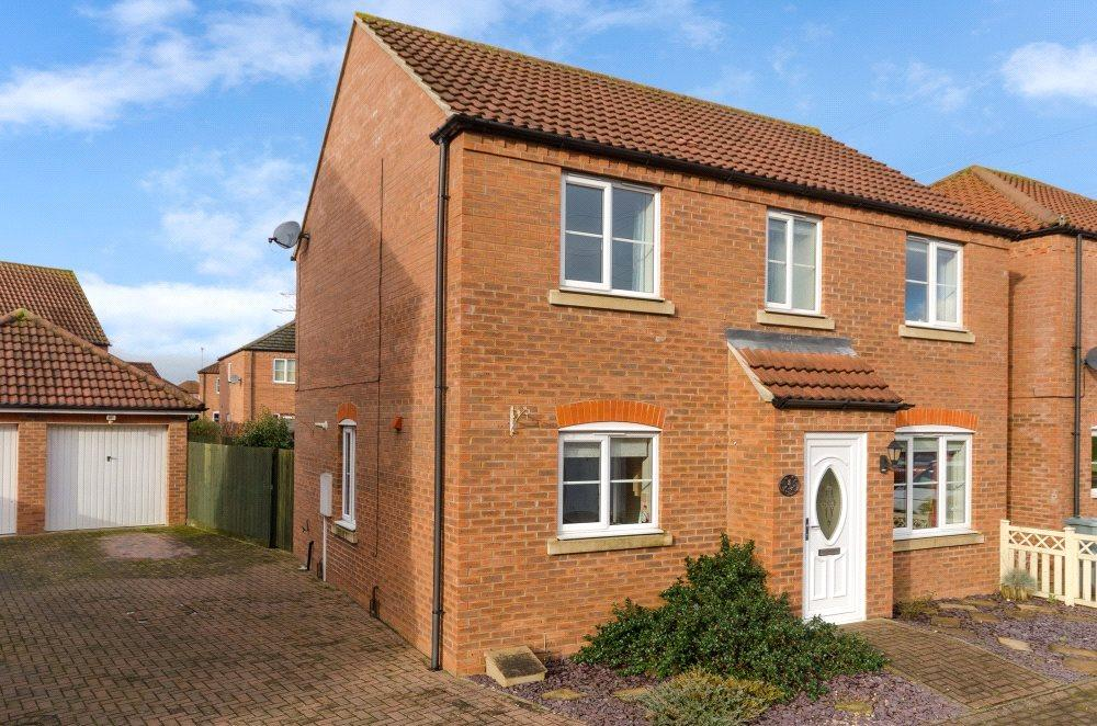 4 Bedrooms Detached House for sale in Iris Gardens, Bourne, PE10