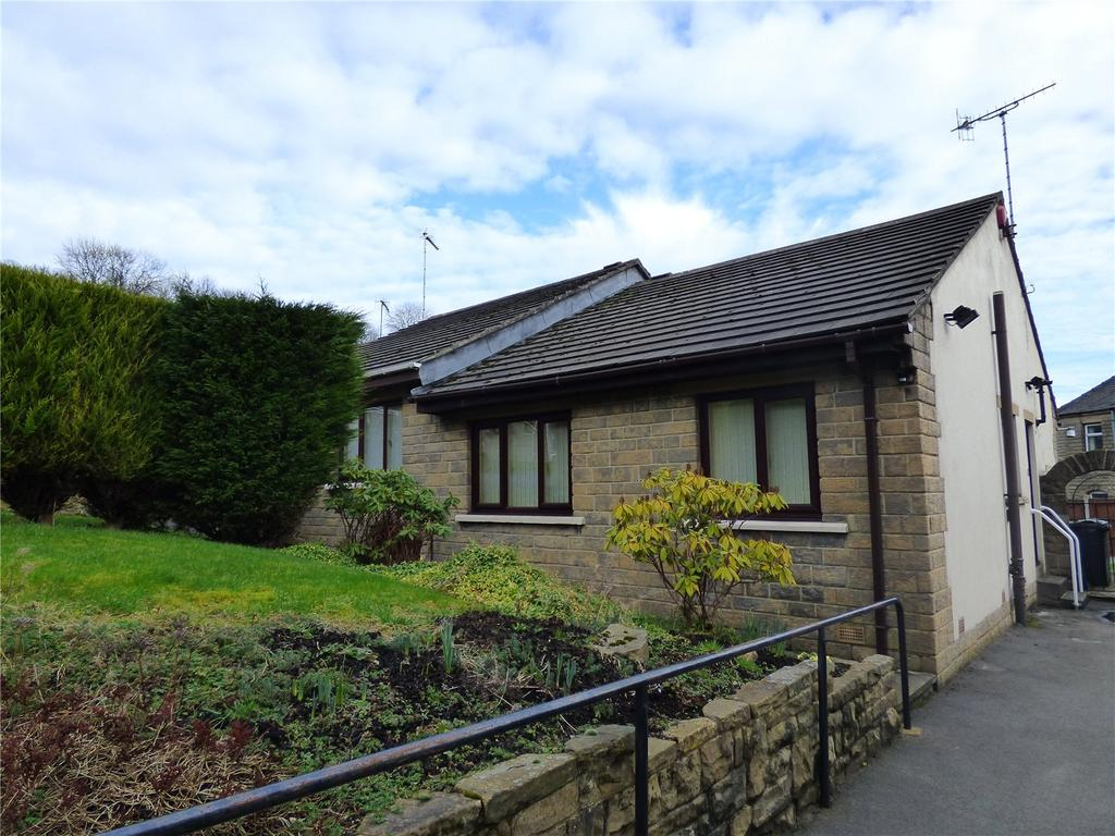 2 Bedrooms Semi Detached Bungalow for sale in Crowther Close, Slaithwaite, Huddersfield, West Yorkshire, HD7