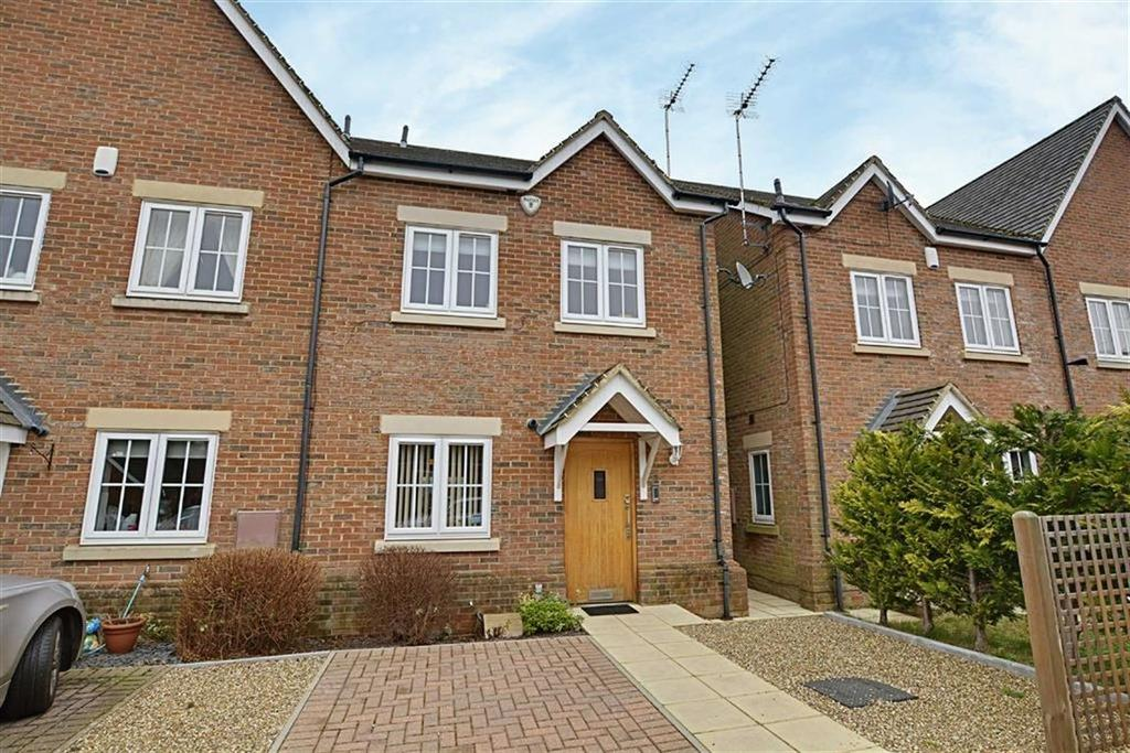 3 Bedrooms Semi Detached House for sale in Olivers Way, Hertford Heath, SG13