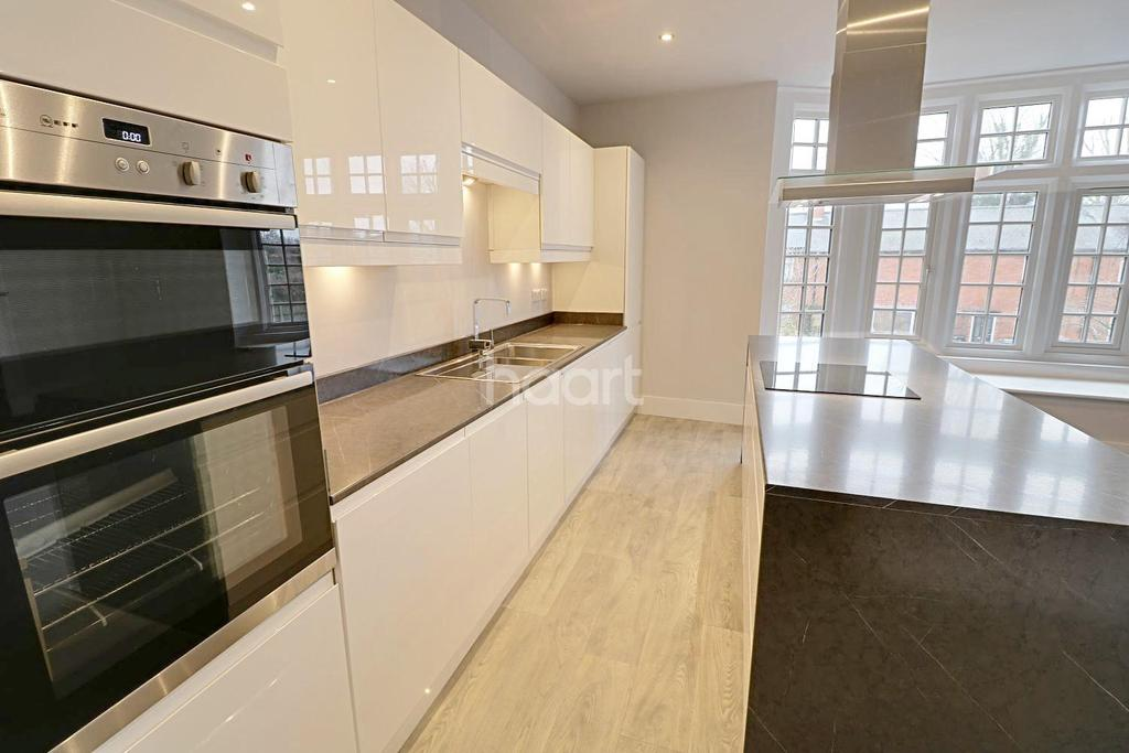 3 Bedrooms Flat for sale in The Ermine Way, Ermine Street, Ancaster