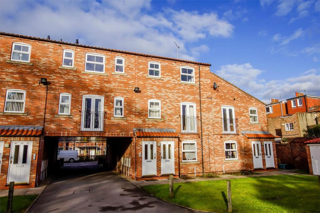 2 Bedrooms Flat for sale in Alne Terrace, Fuford, YORK