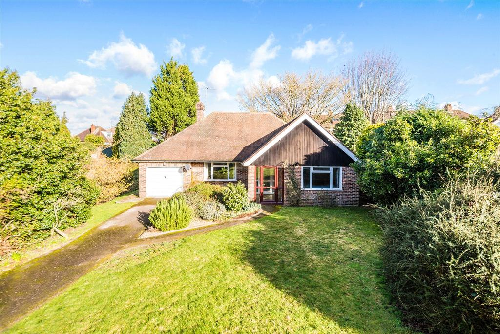 3 Bedrooms Detached Bungalow for sale in Cedar Close, Dorking, Surrey, RH4