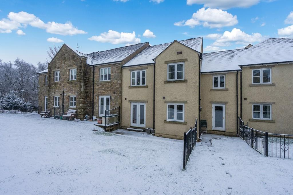 2 Bedrooms Ground Flat for sale in Maple Close, Sedbergh, LA10 5JE
