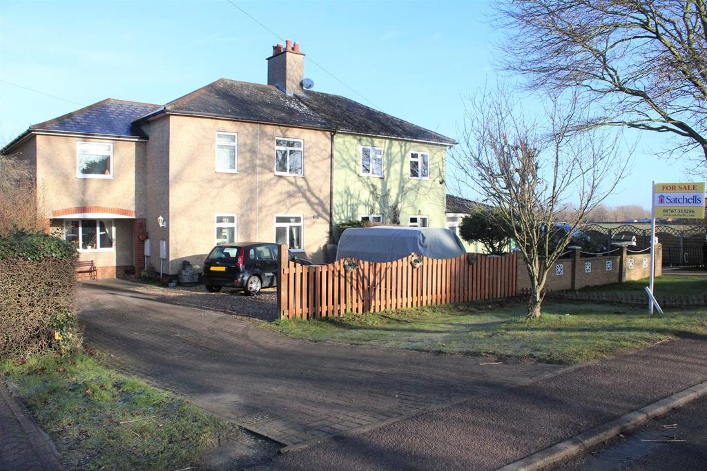 3 Bedrooms Semi Detached House for sale in Barford Road, Willington, Bedford, MK44