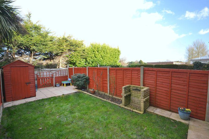 2 Bedrooms Terraced House for sale in Broadlands Close, Throop, Bournemouth