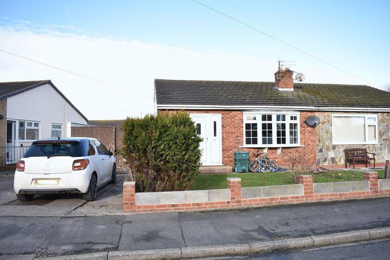 2 Bedrooms Semi Detached Bungalow for sale in Llys Glyndwr, Towyn