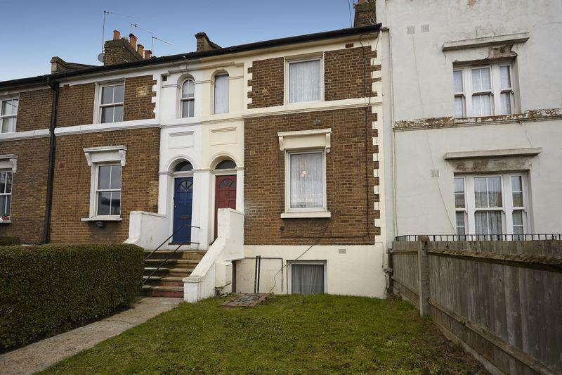 3 Bedrooms Terraced House for sale in Woolwich Road, Charlton