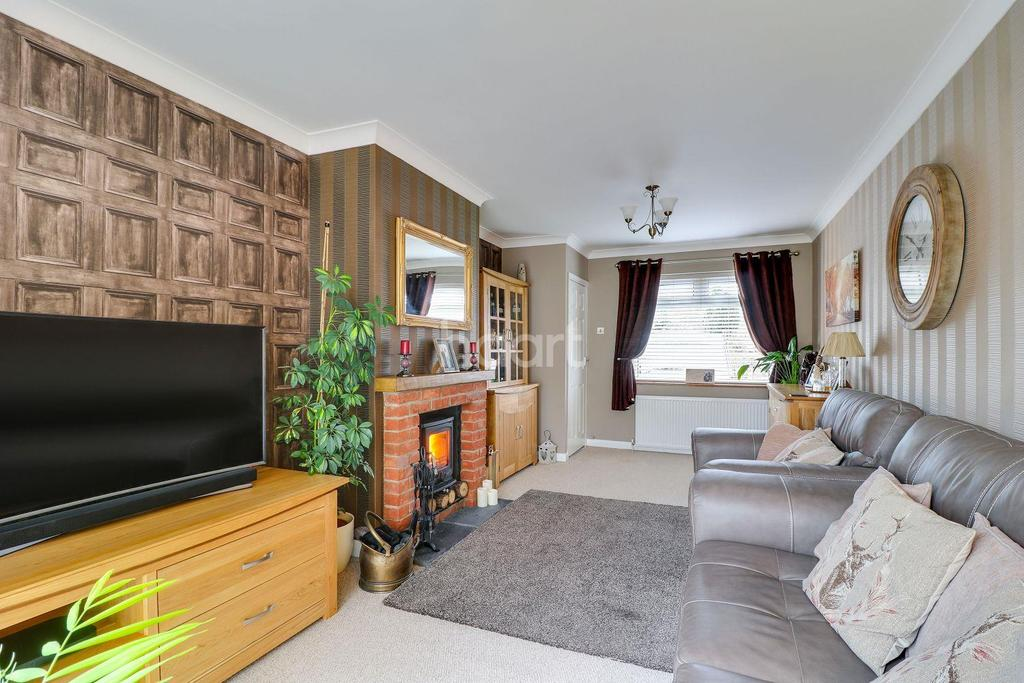 2 Bedrooms Semi Detached House for sale in Danesfield, South Benfleet