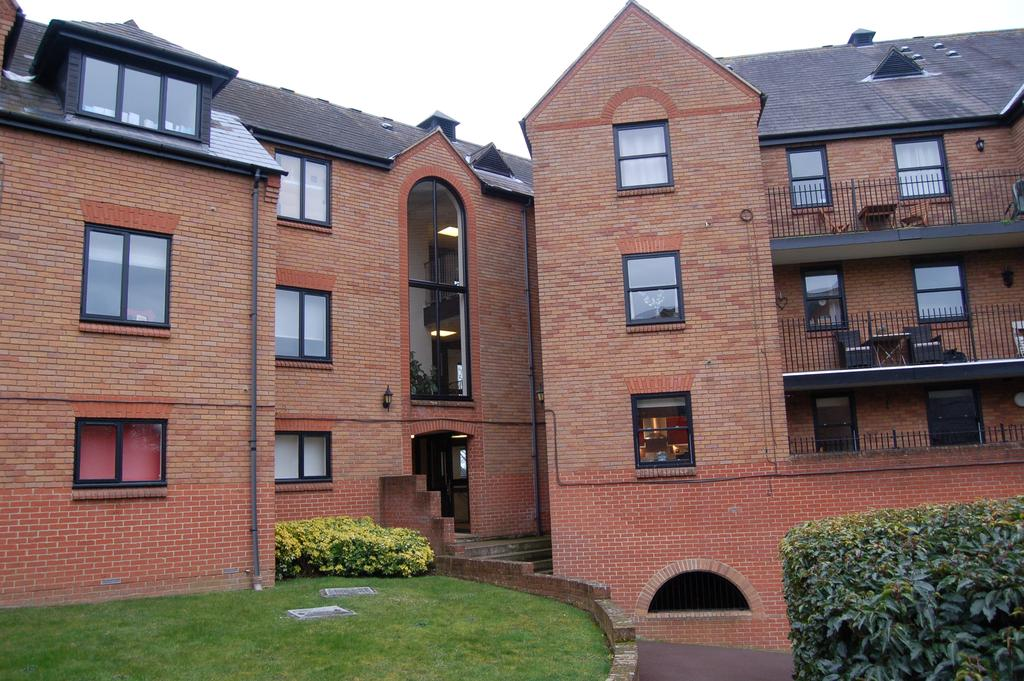 2 Bedrooms Flat for sale in FITZWALTER PLACE, GREAT DUNMOW CM6