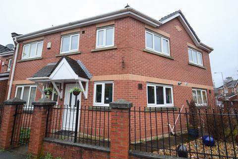 3 bedroom end of terrace house to rent - Warde Street, Hulme, Manchester, M15 5TG