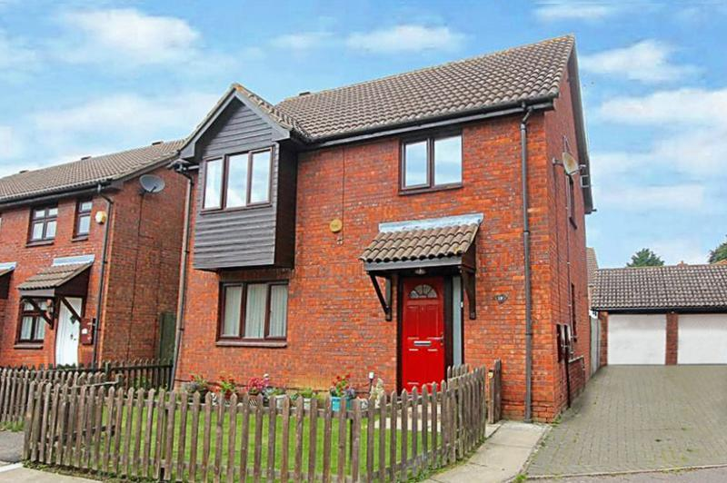 4 Bedrooms Detached House for sale in Holly Farm Close, Caddington, LU1 4ET