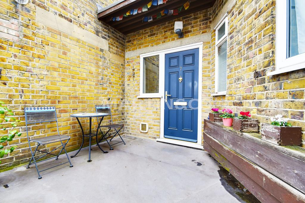 2 Bedrooms Apartment Flat for sale in Devon House, Hermon Hill