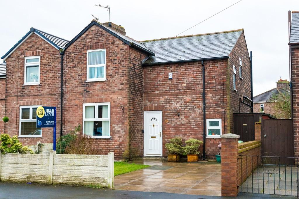 3 Bedrooms Semi Detached House for sale in Forest Road, Sutton Manor