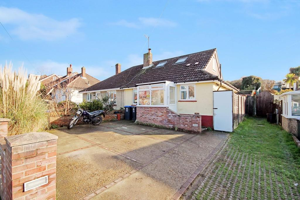 2 Bedrooms Semi Detached Bungalow for sale in Hillrise Avenue, Sompting