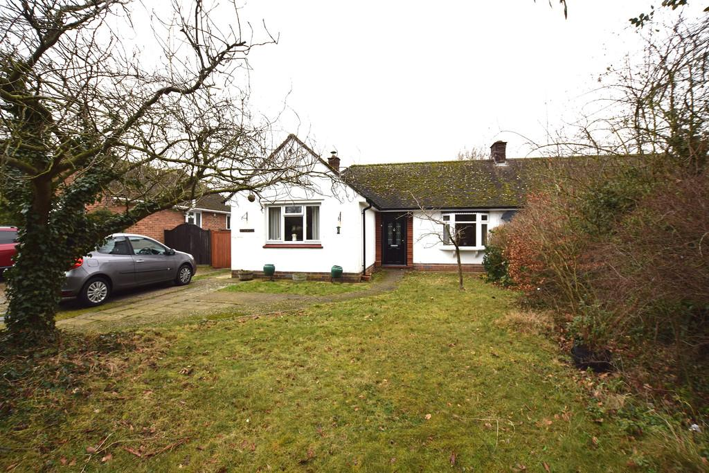 3 Bedrooms Semi Detached Bungalow for sale in London Road, Great Notley
