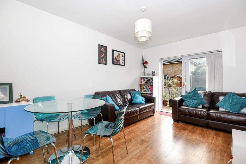 2 Bedrooms Maisonette Flat for sale in Oakfield Road, Penge