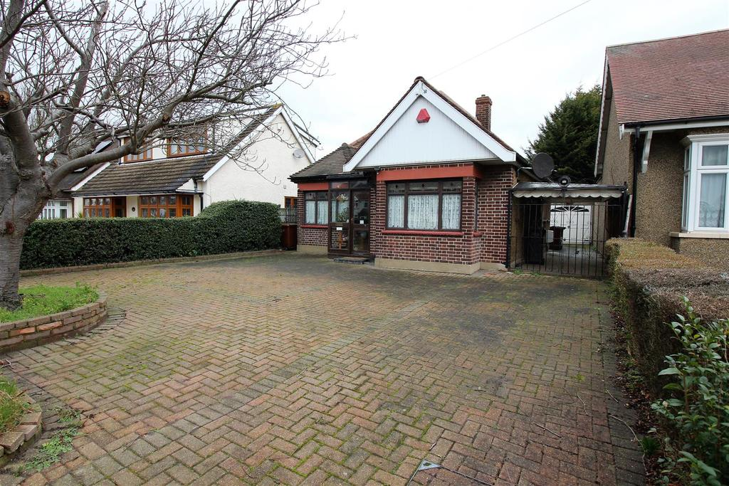 4 Bedrooms Detached Bungalow for sale in Lodge Lane, North Grays