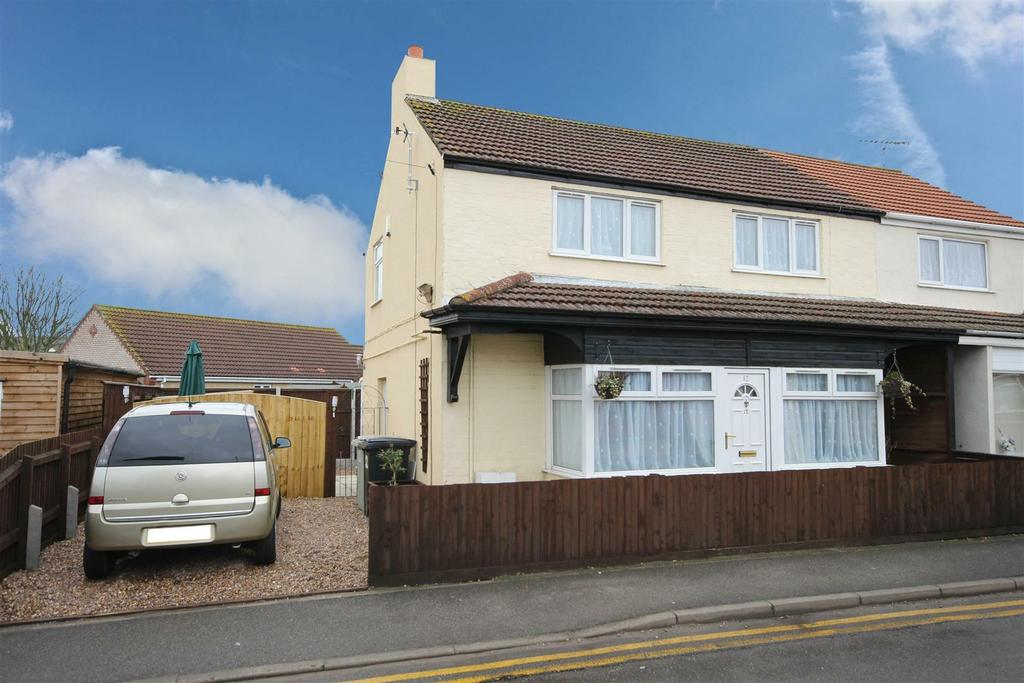 3 Bedrooms Semi Detached House for sale in Golf Road, Mablethorpe