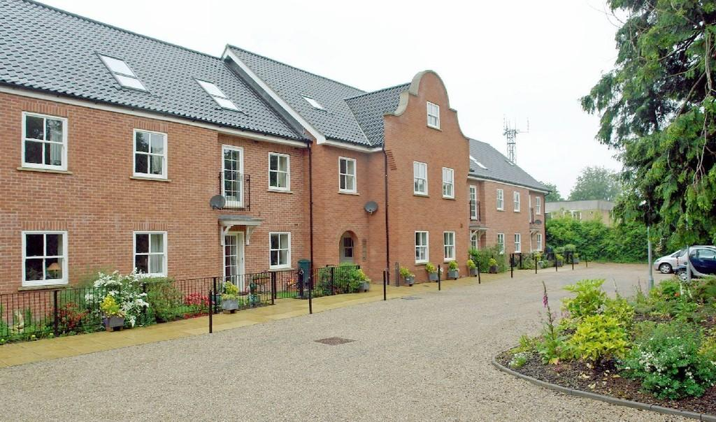 2 Bedrooms Penthouse Flat for sale in Yarmouth Road, North Walsham
