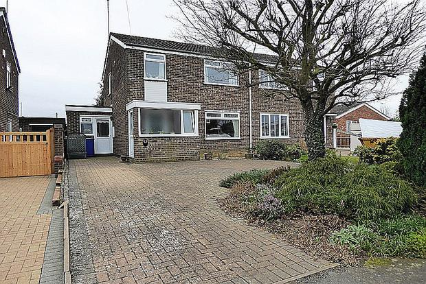 3 Bedrooms Semi Detached House for sale in Grafton Way, Rothersthorpe, Northampton, NN7