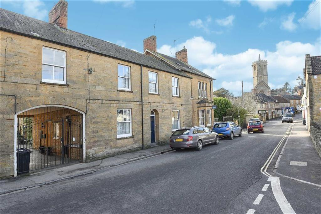 3 Bedrooms Semi Detached House for sale in St James Mews, South Petherton, Somerset, TA13