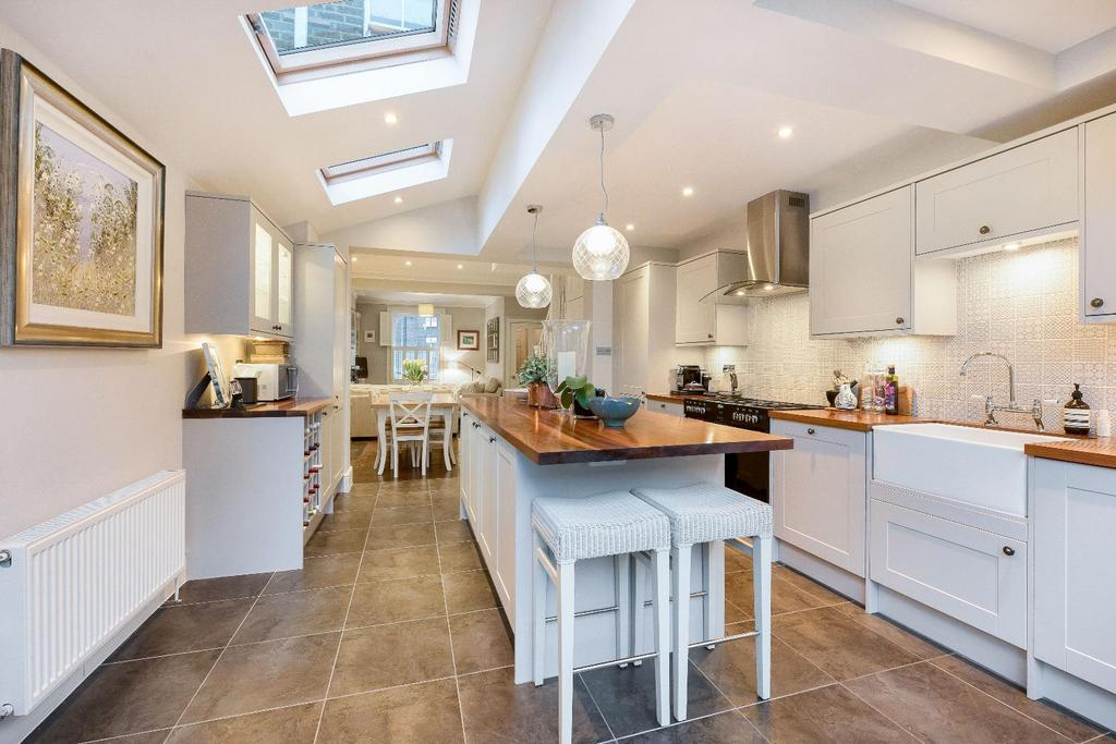 2 Bedrooms House for sale in KINGSLEY STREET, SW11