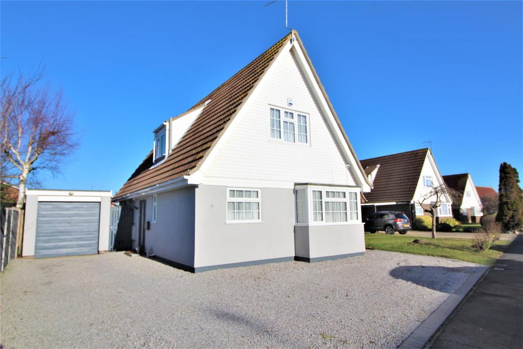 3 Bedrooms Chalet House for sale in Frietuna Road, Kirby Cross, Frinton-On-Sea
