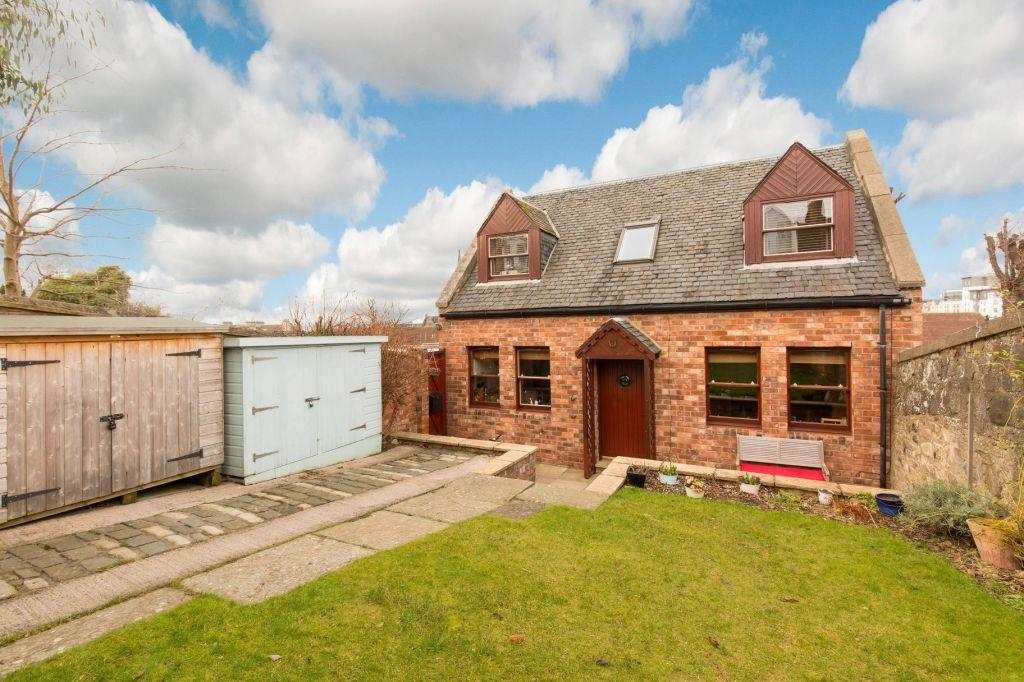 3 Bedrooms Semi Detached House for sale in 11 Auchinleck's Brae, (off 20 Park Road) Edinburgh, EH6 4TF